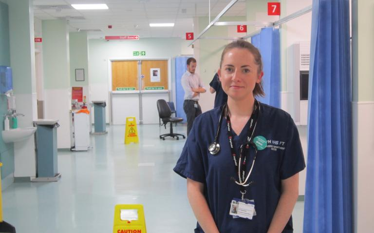 Doctor wins award for work on treating patients with stab wounds